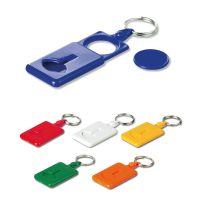 Plastová klíčenka v různých barvách se žetonem do nákupního košíku.